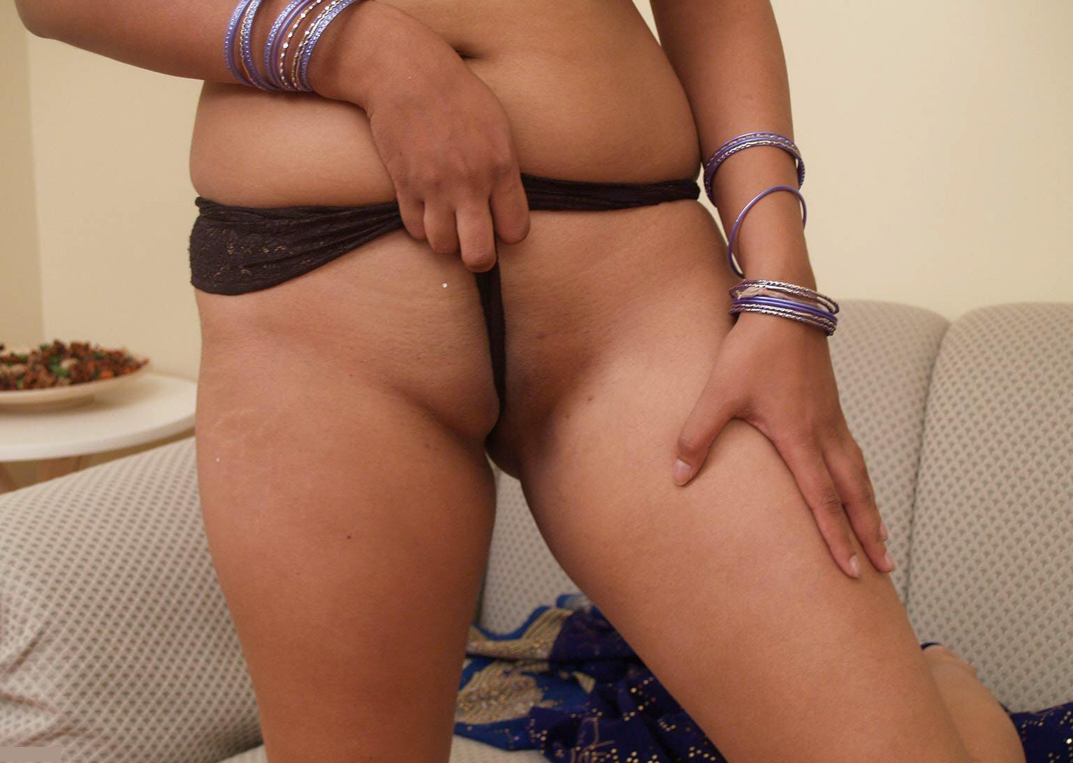 Naked Girls: hot girl meena showing her full nude
