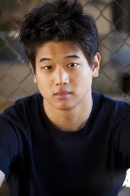 What is the height of Ki-Hong Lee?