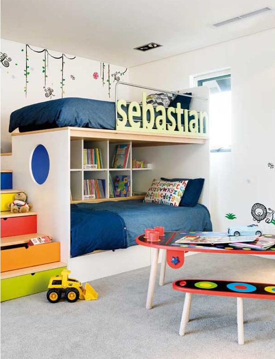 収納棚を2段ベッドとして活用 海外diyハック子供部屋の二段ベッド