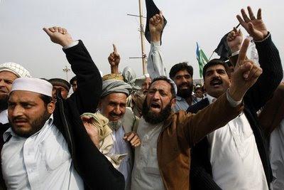 """Έτσι έχουν μάθει να λειτουργούν στην χώρα τους. Εδώ θέλουν δικαιώματα...Πακιστάν: Παρ'ολίγο να λυντσάρουν """"βλάσφημη"""" ΧΡΙΣΤΙΑΝΗ 11χρονη"""