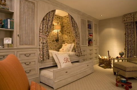 Bed nook in home of Reese Witherspoon, by Kathryn Ireland