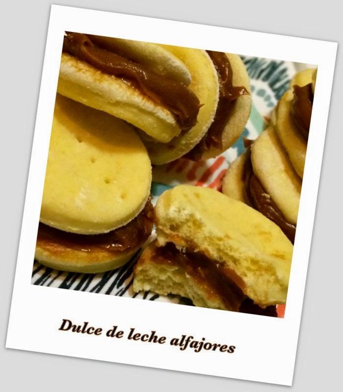 It's Yummy to My Tummy: Dulce de leche alfajores
