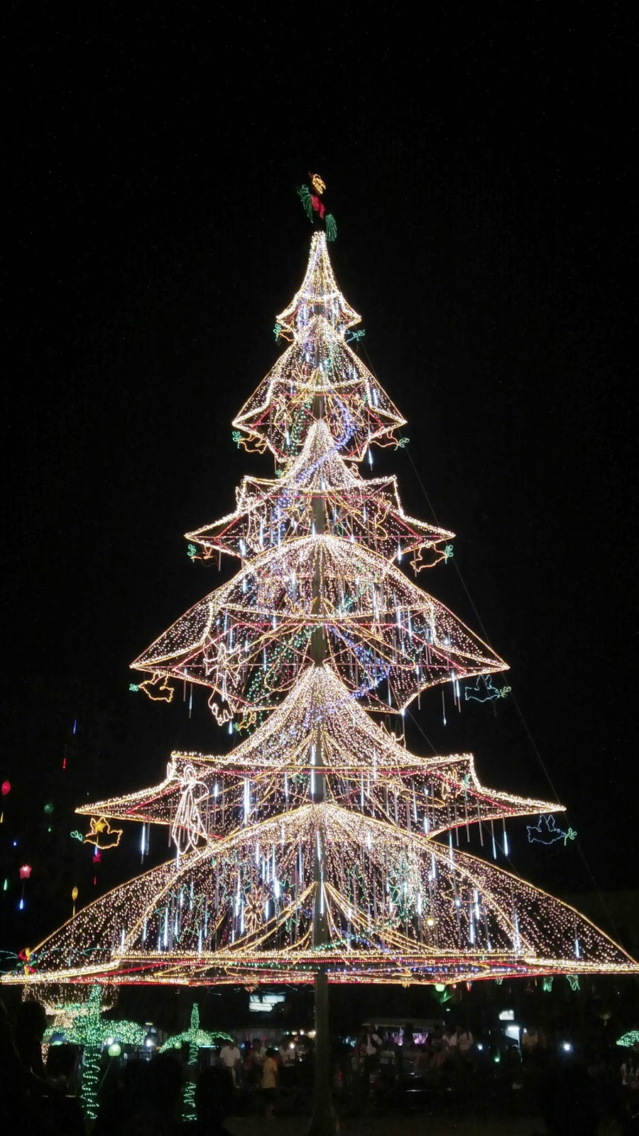 It S Christmas Time In The City Most Beautiful Christmas Trees In The Philippines The