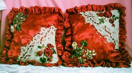 Подарочные декоративные подушки.  Вышивка ришелье, вышивка лентами.