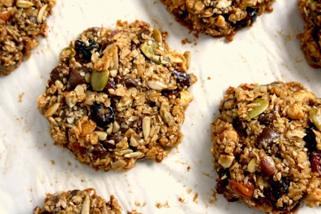 These healthy Granola Cookies are protein-packed and loaded with fibre. And they're delicious.