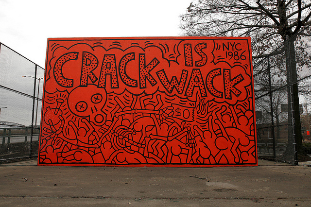 Keith haring 1978 1982 opens today at the brooklyn museum for Crack is wack keith haring mural
