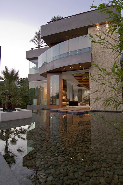 The african millionaire kenny kunene mr sushi mansion for Los angeles homes for sale with pool