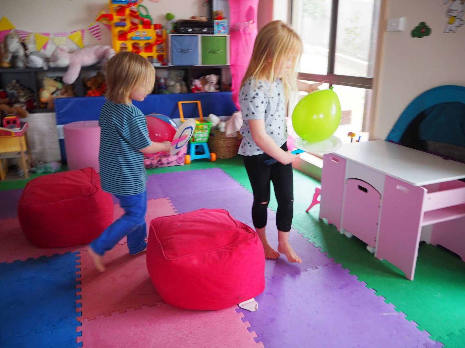 Learn with play at home 5 fun indoor balloon party games for Fun balloon games for kids