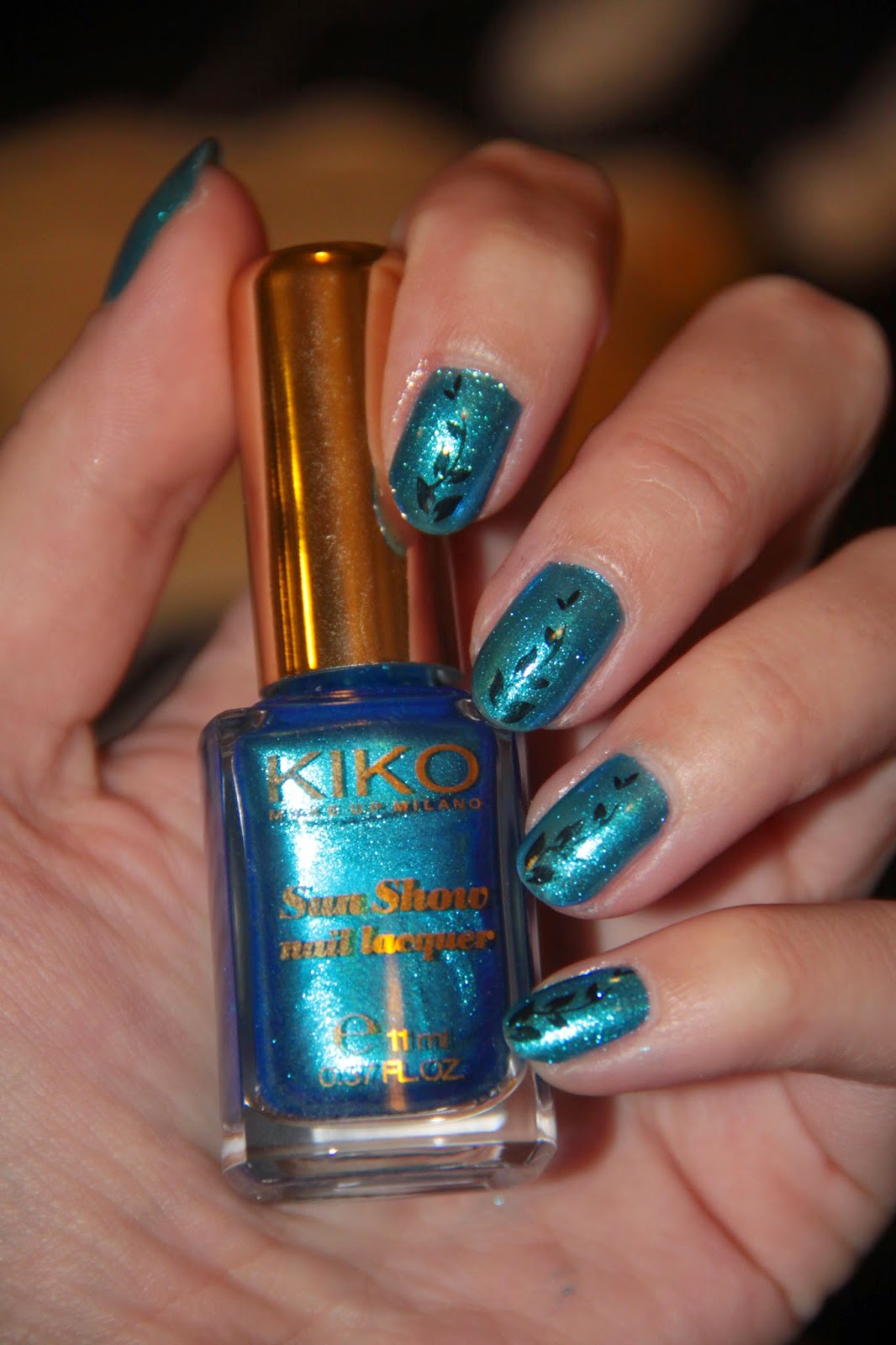 Vernis bleu Kiko, collection Sun Show, 475 Tropical Blue, stamping