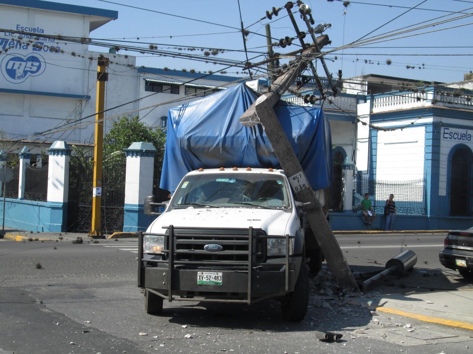 Todo se debi cuando un autob s de la l nea autobuses de oriente n mero econ mico 421 circulaba sobre la avenida 11 y se emparejo con la camioneta blanca