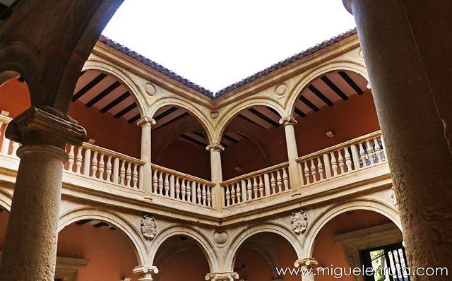 Palacio-Condes-Cirat
