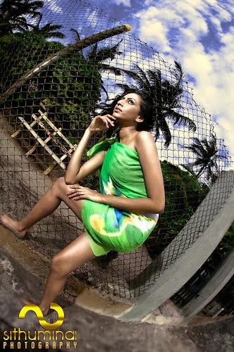 Amanda Silva green legs