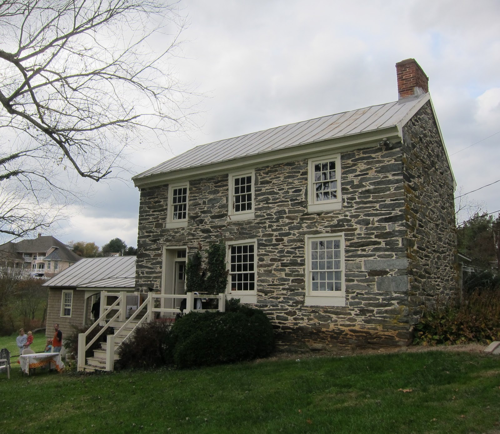 Whistling prairie stone house at cold saturday Strona house