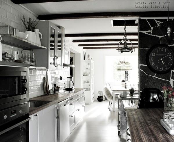 kök 2014, industristil, industriellt kök, hth kök, köksö, bänkskiva, barstolar, takbjälkar, takbalkar, inredning, inspiration, bilder på köket