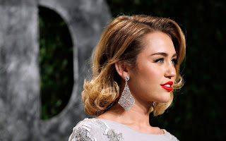 Miley cyrus red lips hot wallpaper