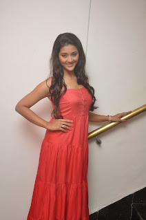 Pooja Jhaveri latest glamorous Pictures 014.JPG