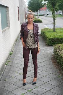 http://3.bp.blogspot.com/-b2q0uEtRxXc/UB_KGuKDN9I/AAAAAAAAE-I/Fg7zhsDKlOc/s1600/burgundy+jeans+HM+jacket+leather.jpg