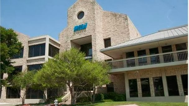 Los «cuarteles generales» de la firma estaban en Irving, Texas que tenían una extensión de unos 43.000 metros cuadrados La empresa canadiense de teléfonos Blackberry vendió la semana pasada su sede principal de Estados Unidos, en una transacción por un monto que no se reveló, señala una nota del sitio web Dallas Business Journal. Los «cuarteles generales» de la firma estaban en Irving, Texas que tenían una extensión de unos 43.000 metros cuadrados y seis edificios, fue adquirida por Brookfield Property Group, una empresa de bienes raíces con base en Canadá. La sede principal de Blackberry es en Canadá, en