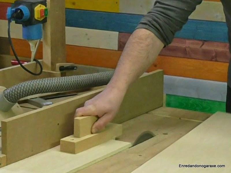 Cortar tira de contrachapado en la sierra de mesa. www.enredandonogaraxe.com