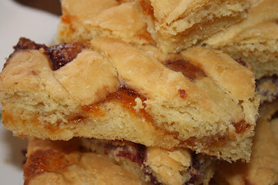 Make ahead apricot squares, a delicious morning pastry, you whip up the evening before!