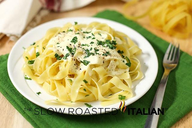 http://theslowroasteditalian-printablerecipe.blogspot.com/2014/02/olive-garden-copycat-alfredo-sauce.html