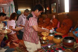 ประเพณีไทย ประเพณีบุญแจกข้าว