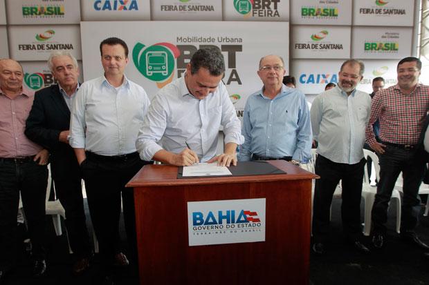 Gilberto Kassab e Rui Costa assinam ordem de serviço para construção do BRT de Feira de Santana  (Foto: Carol Garcia | GOV/BA)