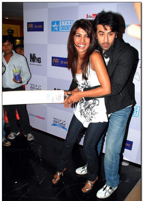 Ranbir Kapoor Priyanka Chopra Cricket Bat Pic1 - Ranbir Showing Priyanka How to Bat :)