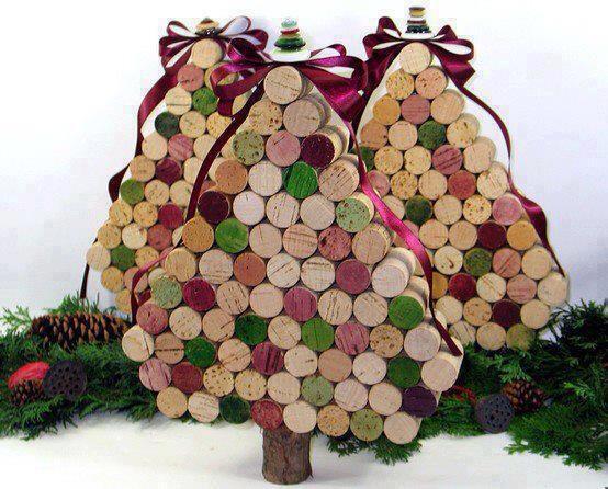 Árbol de navidad reciclado hecho con corchos