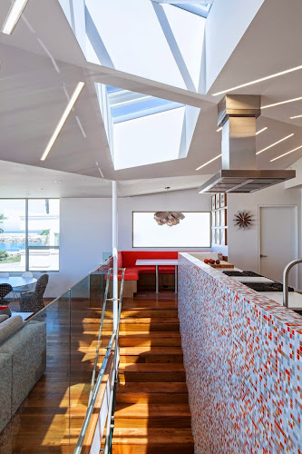 Silver Strand Beach House by Robert Kerr Architecture Design