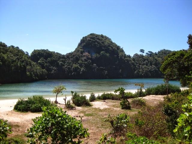 Paket Wisata Pulau Sempu - bromotravelguide.blogspot.com