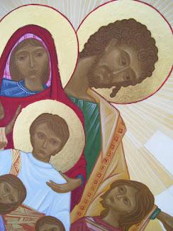 La Sagrada Familia rodeada de niños