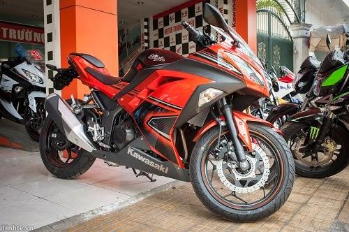 Kawasaki Ninja 300 chính hãng vừa về Việt Nam giá bao nhiêu?