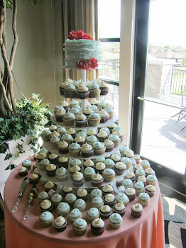 300 cupcake tree with round fondant frill cake