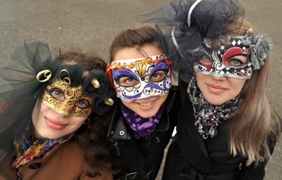 Фото Укринформ:венецианские маски