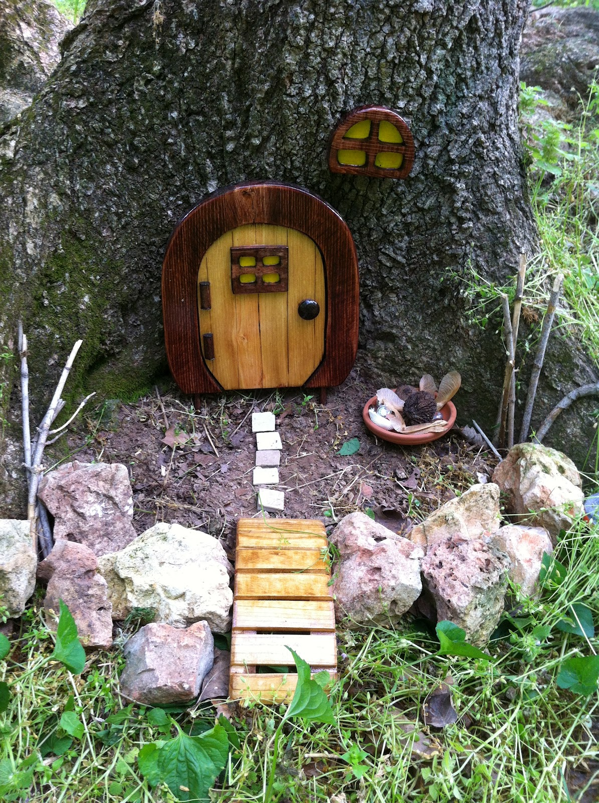 Play create explore hidden fairy house in the woods for Outdoor fairy door