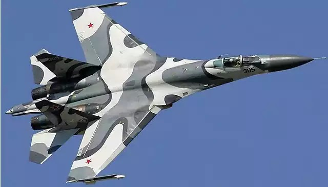 «Top Gun» - Ρωσικό μαχητικό σε απόσταση αναπνοής από αμερικανικό κατασκοπευτικό αεροπλάνο (vid)