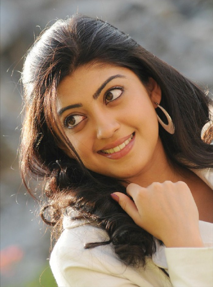 pranitha new , pranitha spicy latest photos