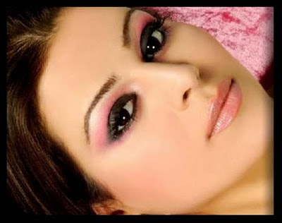 Light-Eye-Makeup-for-Women