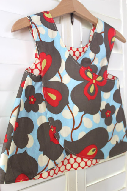 Crossover pinafore