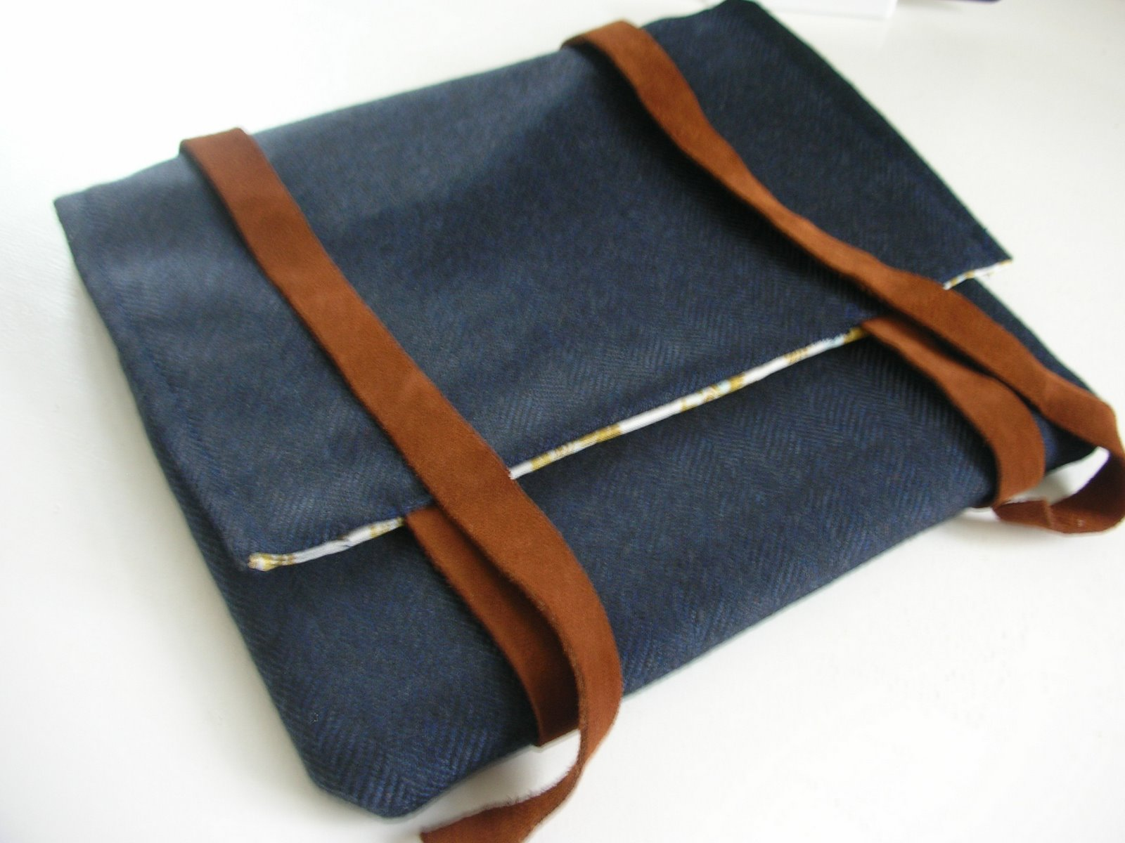 do not tell on your first date ipad tasche aus tweed stoff. Black Bedroom Furniture Sets. Home Design Ideas