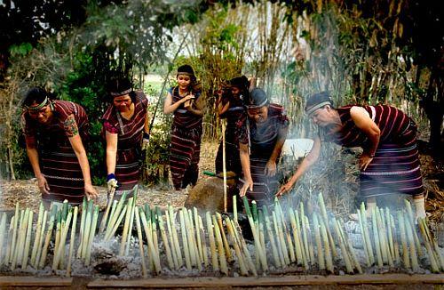 Độc đáo ẩm thực nấu ống lồ ô Kon Tum 3