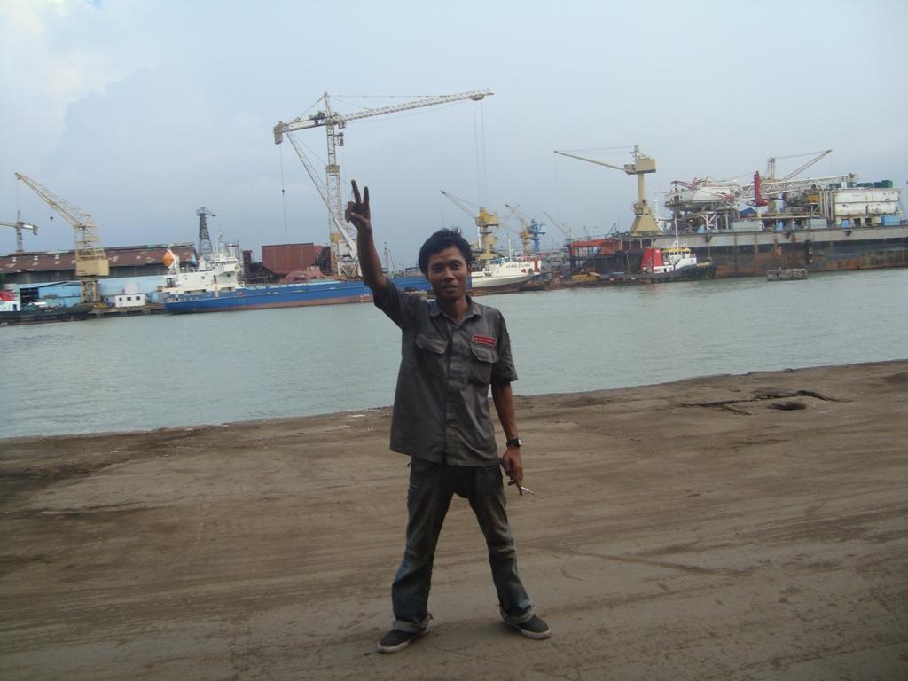 Narsis Di Dermaga Tanjung Perak