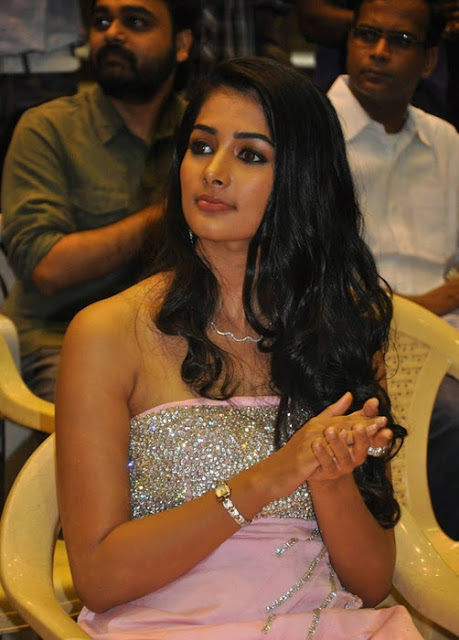 Pooja Hegde sharp pics