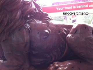 HSBC Bank lion statue damaged