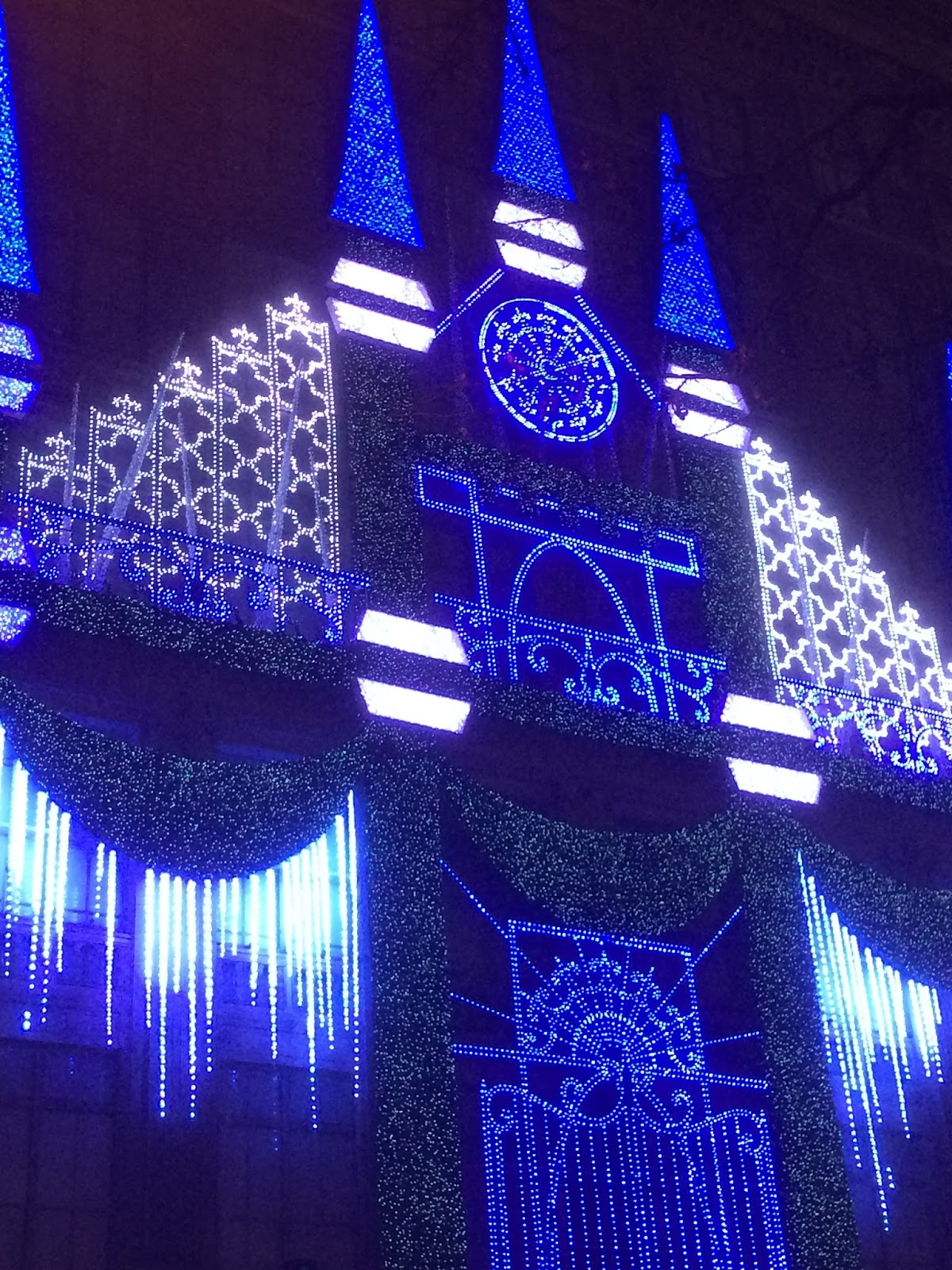 ... Fifth Avenue Facade. The Light Show Appears Above The Holiday Windows  And Occurs Every 8 Minutes. It Is Enjoyable To Watch. Here Are Some Photos,  ...