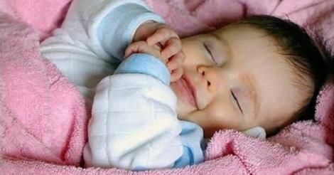 طريقة لتنويم الطفل الرضيع في أقل من 40 ثانية