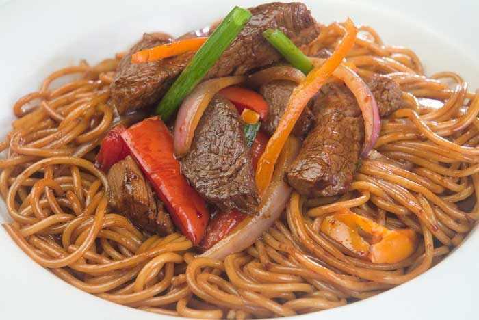 Cocinando con LuchitoTallarin Saltado Peruano
