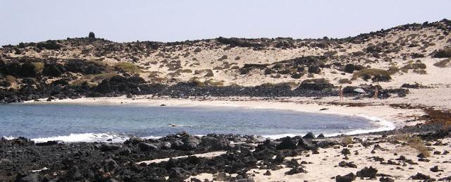 Playa nudista Caletón Blanco (Lanzarote, Islas Canarias)