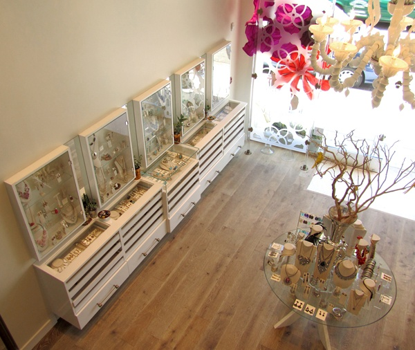 organized-jewelry-display